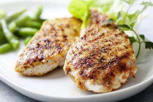 鶏肉はバストアップに最適!
